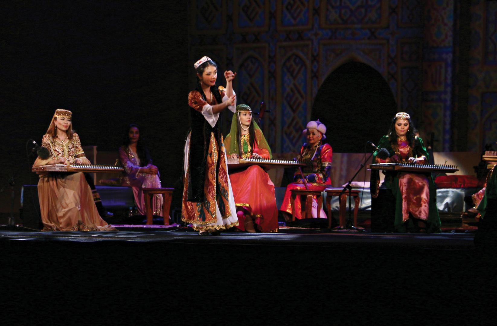 Le salon de musique voyage en asie centrale en pays - Musique danse de salon ...